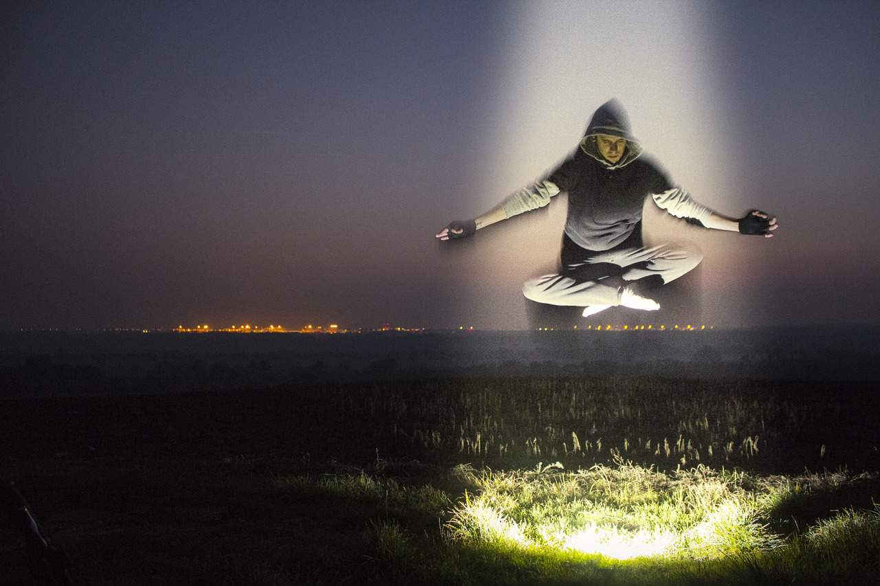 How To Meditate: 5 Ways To Deal With Intrusive Thoughts